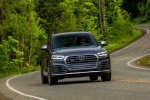 Picture of a driving 2020 Audi SQ5 quattro in Daytona Gray Pearl Effect from a frontal perspective