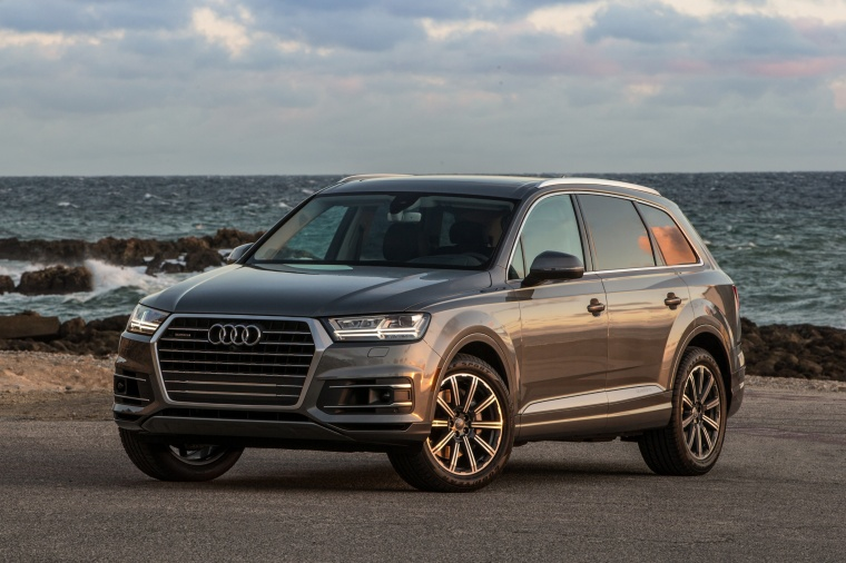 2017 Audi Q7 3 0t Quattro Static Front Left Three Quarter View Picture