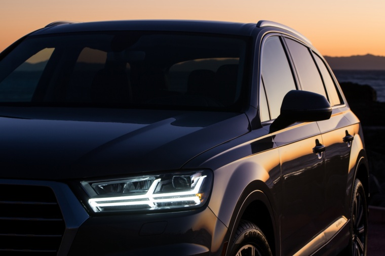 2018 Audi Q7 3.0T quattro Headlight Picture