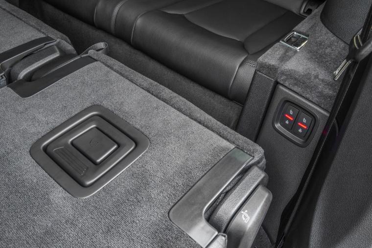2018 Audi Q7 3.0T quattro Seat Folding Buttons Picture