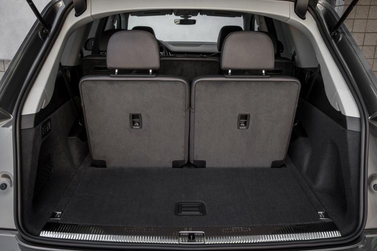 2018 Audi Q7 3.0T quattro Trunk Picture
