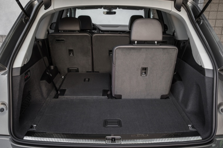 2018 Audi Q7 3.0T quattro Trunk with Rear Seat Folded Picture