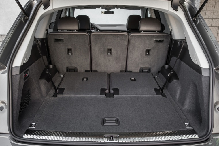 2018 Audi Q7 3.0T quattro Trunk with Rear Seats Folded Picture