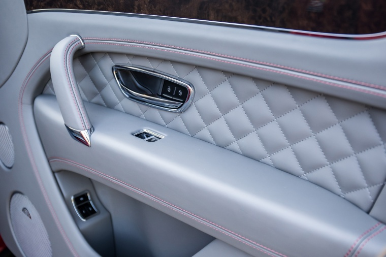 2018 Bentley Bentayga Door Panel Picture