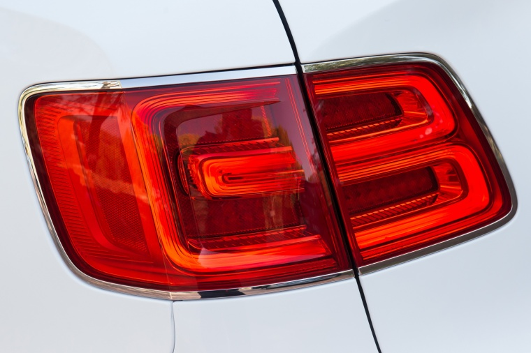 2018 Bentley Bentayga Tail Light Picture