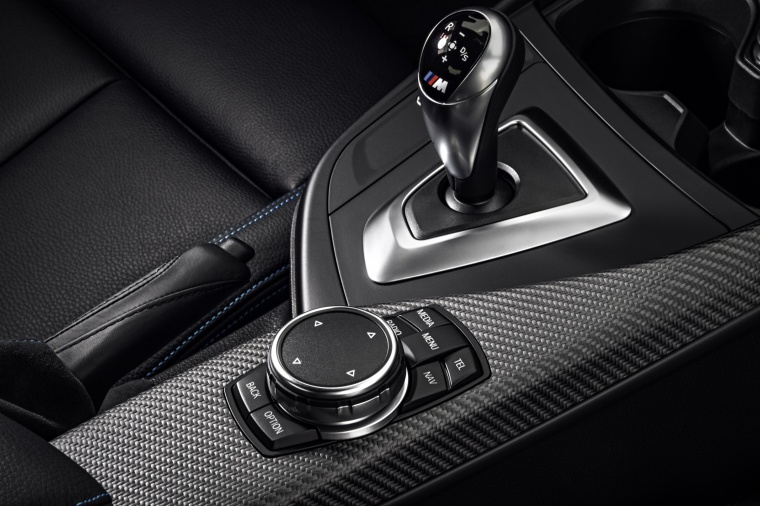 2017 BMW M2 Coupe Center Console Picture