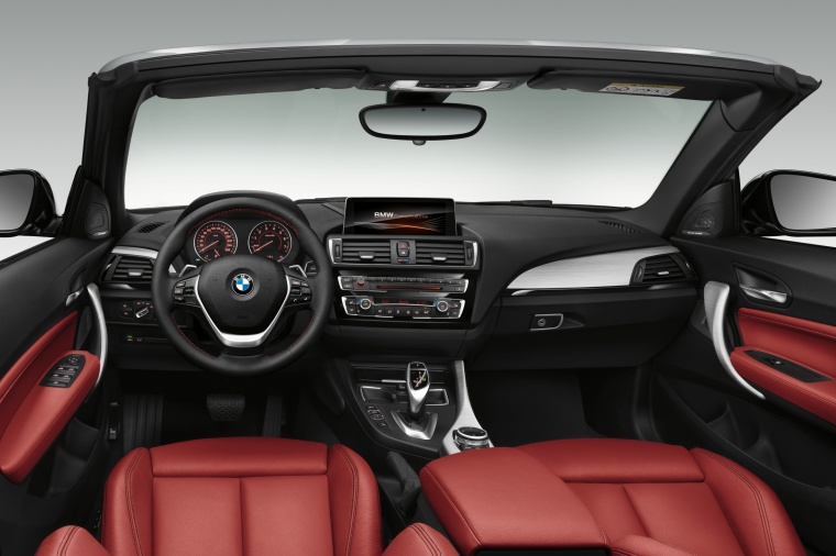 2017 BMW 2-Series Convertible Cockpit