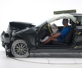 2017 BMW 2-Series IIHS Frontal Impact Crash Test Picture