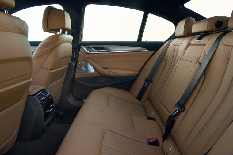 2018 BMW 540i Sedan Rear Seats Picture