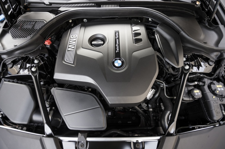 2018 BMW 530i Sedan 2.0-liter 4-cylinder turbocharged Engine
