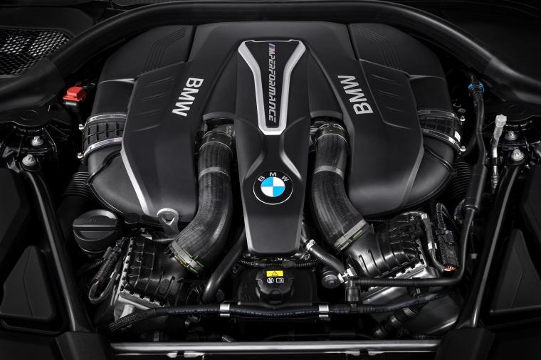2018 BMW M550i xDrive Sedan 4.4-liter twin-turbocharged V8 Engine Picture