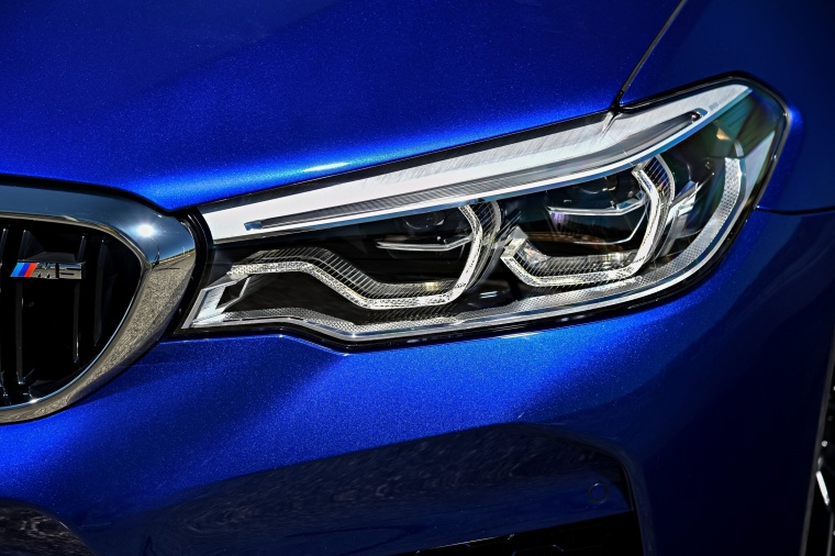 2018 BMW M5 Sedan Headlight Picture