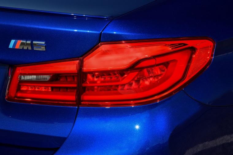 2018 BMW M5 Sedan Tail Light Picture