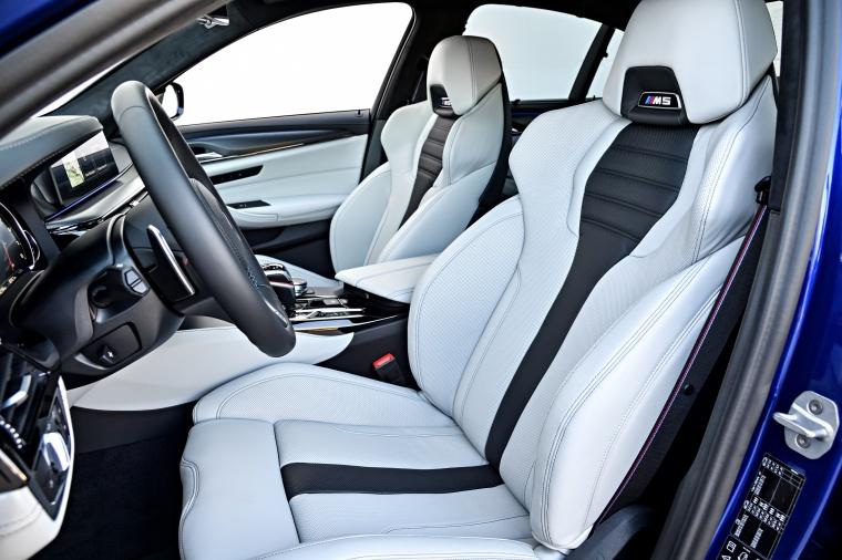 2018 BMW M5 Sedan Front Seats Picture