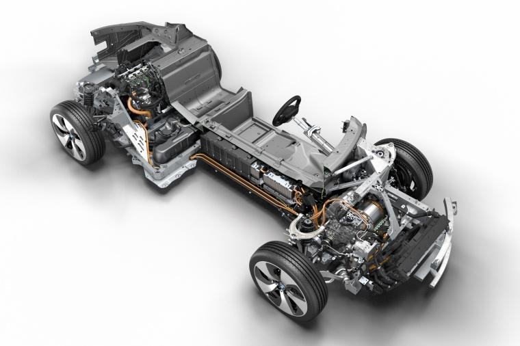 2017 BMW i8 Coupe Hybrid Drivetrain Picture