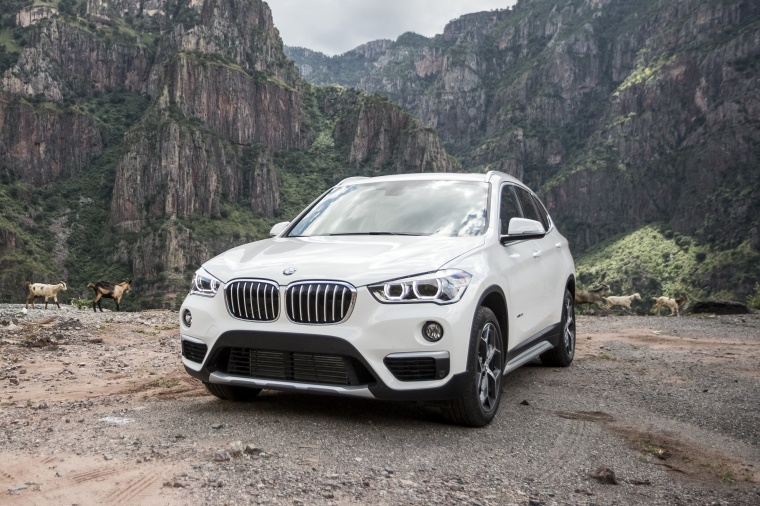 2018 BMW X1 xDrive28i in Alpine White from a front left view