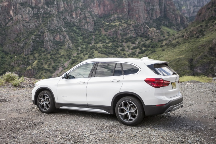2018 BMW X1 xDrive28i in Alpine White from a rear left three-quarter view