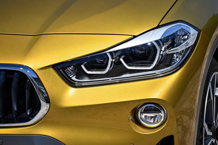 2018 BMW X2 Headlight Picture