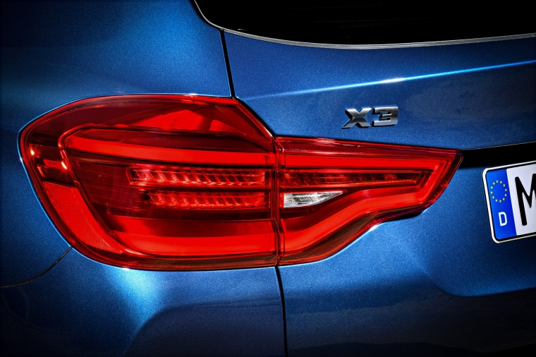 2018 BMW X3 M40i Tail Light Picture