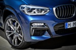 Picture of a 2018 BMW X3 M40i's Headlight