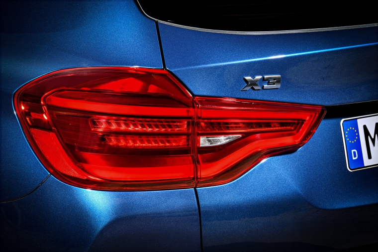 2020 BMW X3 M40i Tail Light Picture