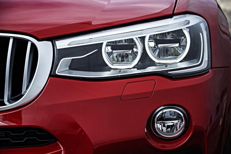 2017 BMW X4 Headlight Picture