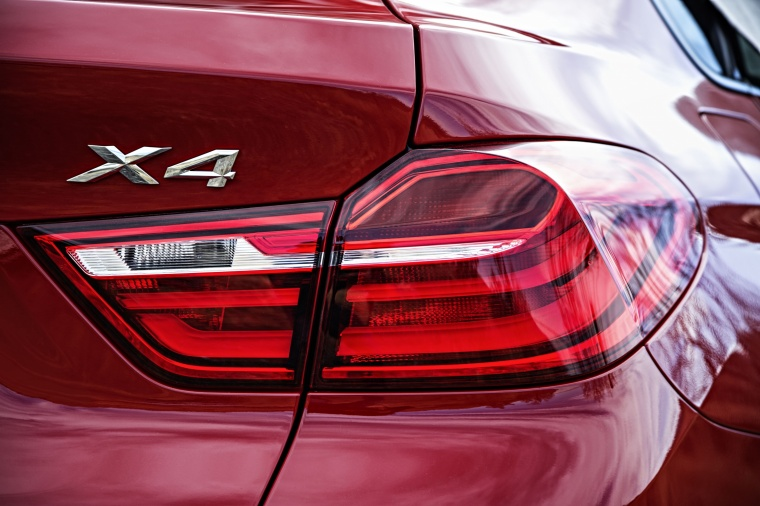 2017 BMW X4 Tail Light Picture