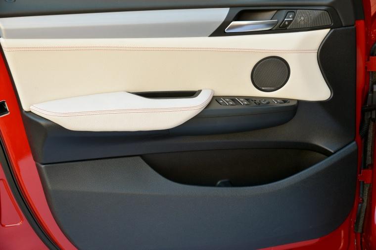2017 BMW X4 Door Panel Picture