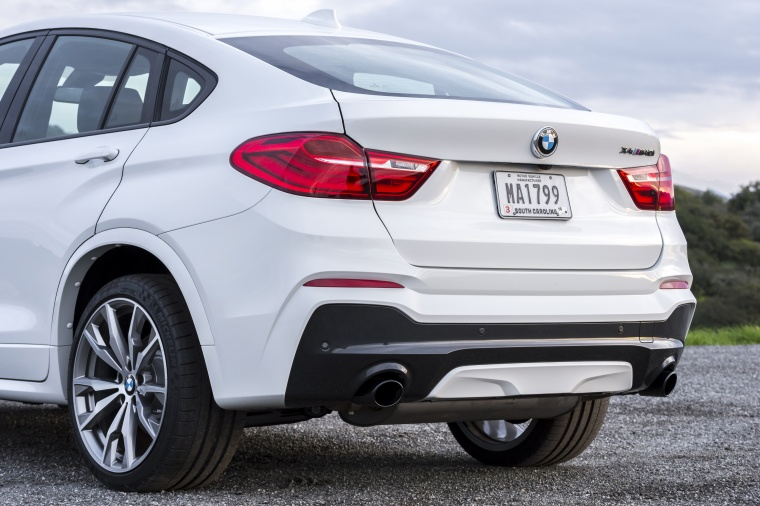 2017 BMW X4 M40i Rear Fascia Picture