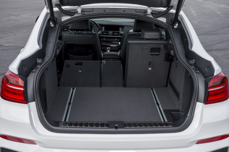 2017 BMW X4 M40i Trunk Picture