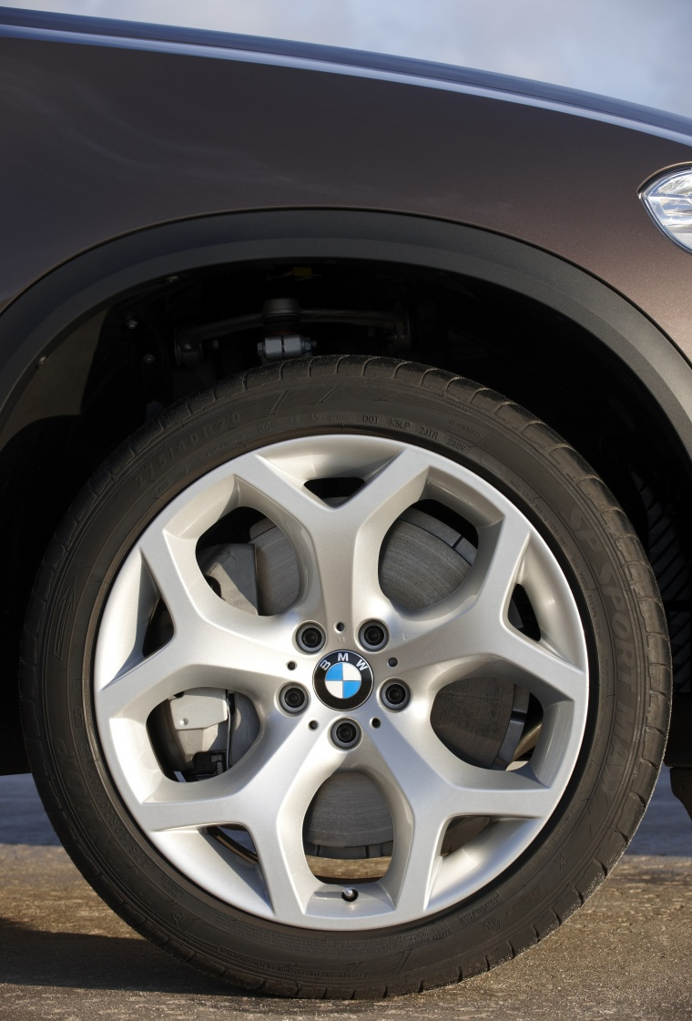 2011 BMW X5 xDrive50i Rim Picture