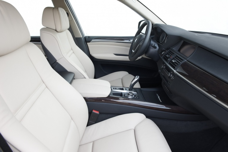 2011 BMW X5 xDrive50i Front Seats Picture