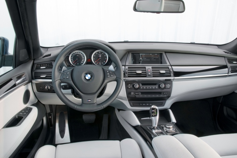 2011 BMW X5 M Cockpit Picture
