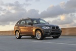 2013 BMW X5 xDrive35i in Sparkling Bronze Metallic - Driving Front Right Three-quarter View
