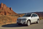 2014 BMW X5 xDrive35d in Alpine White - Driving Front Left Three-quarter View