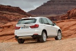 2014 BMW X5 xDrive35d in Alpine White - Static Rear Right View