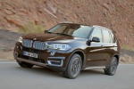 2014 BMW X5 xDrive50i in Sparkling Brown Metallic - Driving Front Left Three-quarter View