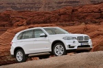 2014 BMW X5 xDrive35d in Alpine White - Static Front Right Three-quarter View