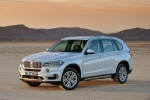 2014 BMW X5 xDrive35d in Alpine White - Static Front Left Three-quarter View