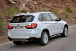 2014 BMW X5 xDrive35d in Alpine White - Driving Rear Right Three-quarter View