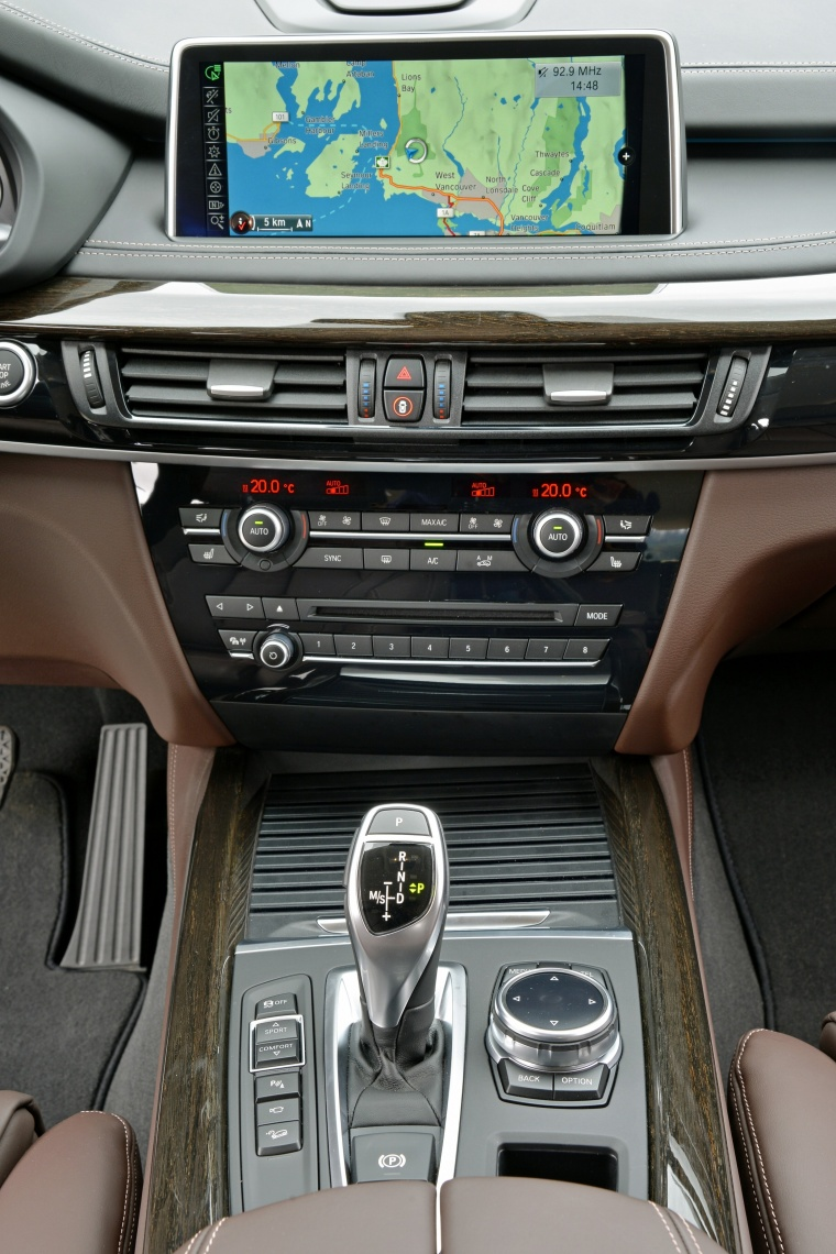 2015 BMW X5 xDrive50i Center Stack Picture