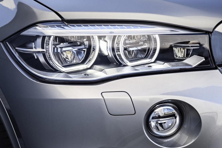 2015 BMW X5 M Headlight Picture