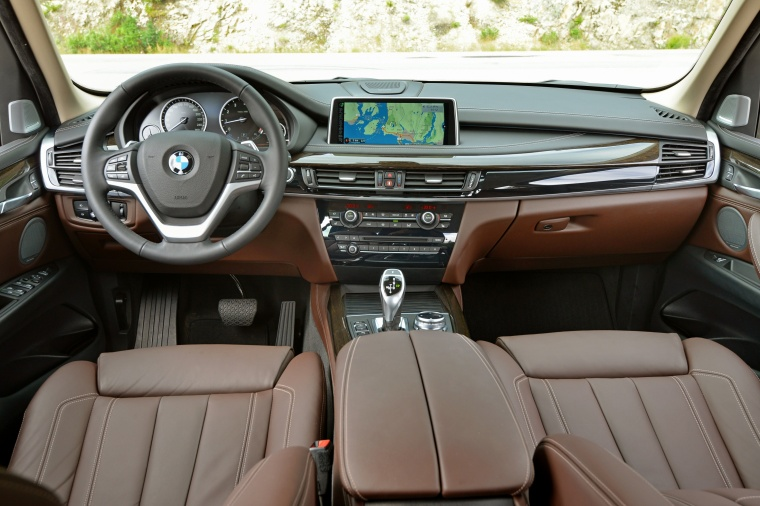 2017 BMW X5 xDrive50i Cockpit Picture