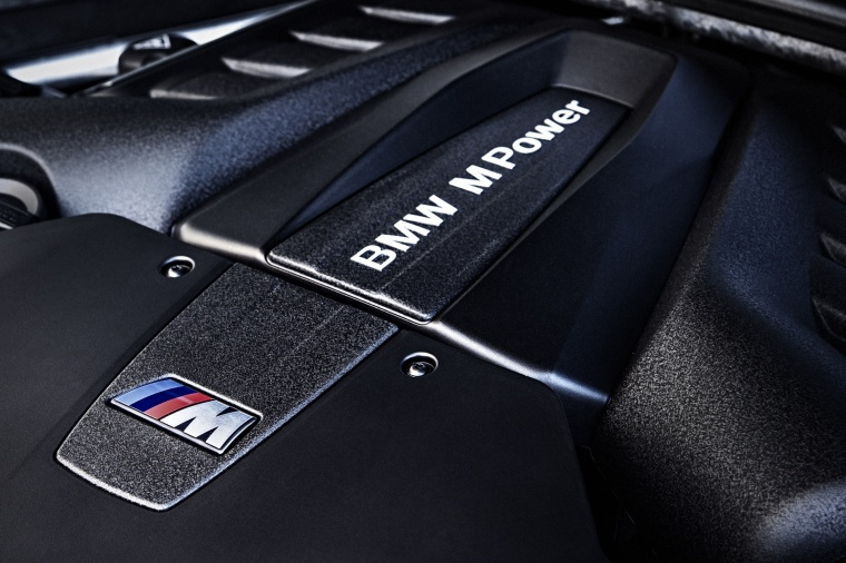 2017 BMW X5 M 4.4-liter V8 twin-turbocharged Engine Picture