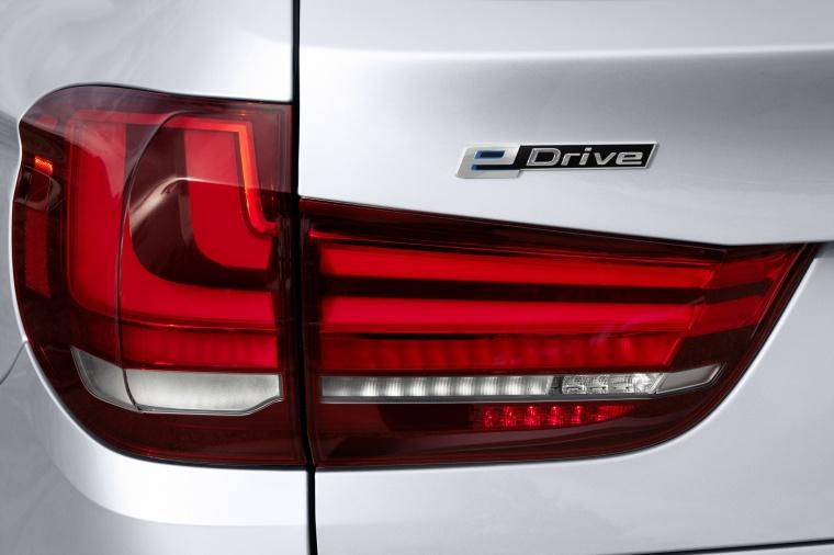 2017 BMW X5 xDrive40e Tail Light Picture