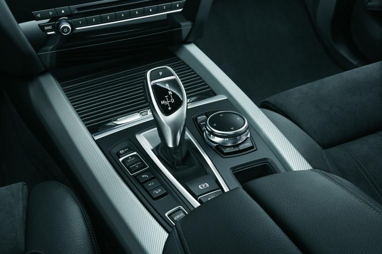 2017 BMW X5 xDrive40e Center Console Picture