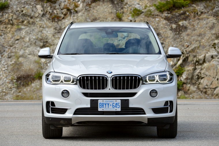 2018 BMW X5 xDrive50i in Alpine White from a frontal view