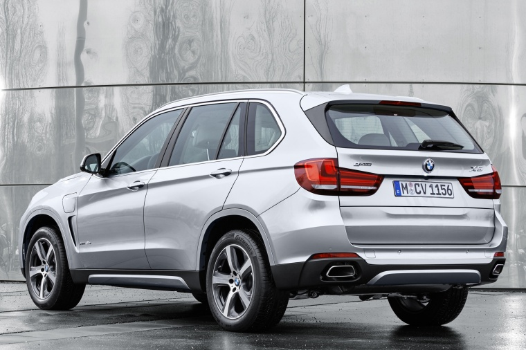2018 BMW X5 xDrive40e in Glacier Silver Metallic from a rear left view