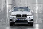 Picture of a 2018 BMW X5 xDrive40e in Glacier Silver Metallic from a frontal perspective