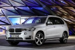 Picture of a 2018 BMW X5 xDrive40e in Glacier Silver Metallic from a front left perspective